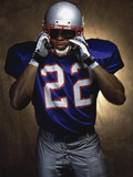 Portrait of an American Football Player Removing His Helmet Reproduction photographique