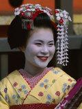 Apprentice Geisha (Maiko), Woman Dressed in Traditional Costume, Kimono, Kyoto, Honshu, Japan Lámina fotográfica