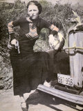 Bonnie Parker Posing Tough with a Gun and Cigar, c.1934 Fotografisk tryk
