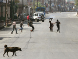 Children Play Soccer on a Deserted Street of Katmandu, Nepal Fotografisk trykk
