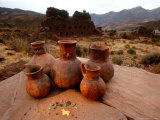 Wari Face Neck Jars and Painted Vessels, Cache, Empires of the Sun, Huari, Peru Lámina fotográfica por Kenneth Garrett
