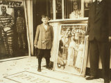 12-Year Old Usher in Princess Theatre, Birmingham, Alabama, c.1914 Foto af Lewis Wickes Hine