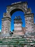 Stone Arch, Juli, Puno, Peru Lámina fotográfica por Eric Wheater
