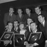 Cilla Black, Billy J Kramer,And Gerry of Gerry and the Pacemakers at Emi Recording Studios in 1964 Fotografisk tryk