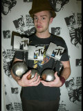 Justin Timberlake with the Three Awards He Won at the MTV Europe Awards 2003 in Edinburgh Scotland Fotografisk tryk