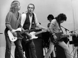 Status Quo Pop Group on Stage at Live Aid Concert 1985, Wembley Stadium Stampa fotografica