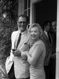 Marilyn Monroe with Her Husband Arthur Miller, July 1956 Fotografie-Druck