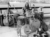 Roy Wood with All the Instruments He Played on His New Album Boulders, August 1973 Fotografisk tryk