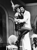 Tom Jones with Raquel Welch Together During Filming Toms Television Show, 1970 Reproduction photographique