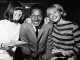 Chuck Berry with Kathy Mcgowan Andgay Shingleton Fotografisk tryk