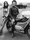 David Essex with Christina Raines on Motorcycle Fotografisk tryk