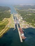Panama, Panama Canal, Container Ships in Gatun Locks Lámina fotográfica prémium por Jane Sweeney