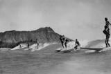 Honolulu, Hawaii - Surfers off Waikiki Beach Photograph Premium Giclee-trykk av  Lantern Press