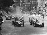 Inicio del Gran Premio de Mónaco en 1961, Stirling Moss en el coche 20, Lotus 18 ganó la carrera Lámina fotográfica