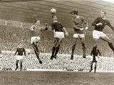 Manchester United contre Arsenal, match de football au stade Old Trafford, octobre 1967 Reproduction photographique