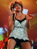 Tina Turner Performing at the SECC Glasgow Wearing Silver Mini Dress with Microphone in Hand, 1996 Fotografisk tryk