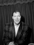 Bill Haley Rock and Roll Singer on His First Visit to England, 1957 Fotografisk tryk