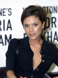 Victoria Beckham Signing Her Book at Waterstones on Piccadilly in London Fotografie-Druck