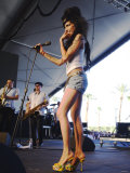 British Singing Star Amy Winehouse on Stage at Coachella Music Festival in California Fotografisk tryk