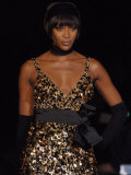 Naomi Campbell on the Catwalk During Julien Mcdonald's Show at London Fashion Week. February 2007 Reproduction photographique