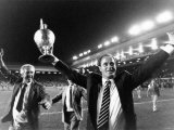 George Graham Savours Magic Moment After Arsenal Beat Liverpool Two Nil at Anfield Fotografisk tryk