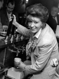 Pat Phoenix of Coronation Street is the New Licencee of the Navigation Hotel Fotografisk tryk