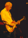 Mark Knopfler Performing at the Newcastle City Hall with His Five Piece Band, May 1996 Fotografisk tryk