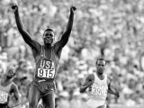 Los Angeles 1984 Carl Lewis Celebrates After Winning the 200M at the Olympic Games Stampa fotografica
