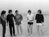 Rolling Stones Posing on Malibu Beach Lámina fotográfica