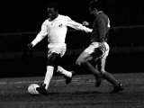 Brazilian Football Star Pele in Action For Santos Against Fulham March 1973 Fotografisk tryk
