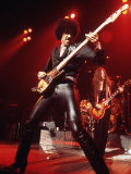Phil Lynott Singer of Thin Lizzy Singing on Stage Playing Guitar Fotografisk tryk