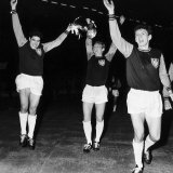 Bobby Moore with European Cup Winners Cup 1965, After West Ham Beat Munich at Wembley Fotografie-Druck