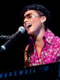 Alicia Keys on Stage at Clyde Auditorium Glasgow October 2002 Fotografisk tryk
