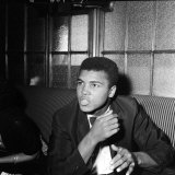 Cassius Clay aka Muhammad Ali World Heavyweight Champion After Victory over Henry Cooper Lámina fotográfica