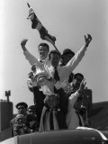 Bobby Moore Holds Up the FA Cup During the Parade Around East London Fotografie-Druck