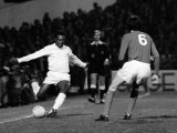 Brazilian Football Star Pele in Action For Santos Against Fulham March 1973 Reproduction photographique