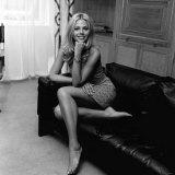 Actress Model Britt Ekland Sitting on Sofa, June 1971 Fotografisk trykk