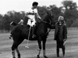 Prince Charles Sits on Horse in Polo Game July 1979 Fotografisk tryk