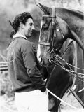 Prince Charles with His Polo Pony Pan's Folly May 1977 Fotografisk tryk