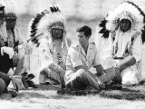 Prince Charles Attending Blackfoot Indian Tribal Ceremony in Calgary, Canada Fotografisk tryk