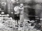 Prince Charles Kissing the Hand of Princess Diana While on Honeymoon at Balmoral Scotland, 1981 Fotografisk tryk