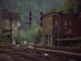 Railroad Junction Through the Old Town of Thurmond, West Virginia Fotografisk tryk af Raymond Gehman