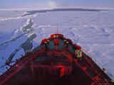 Russian Nuclear Icebreaker, Forges Towards the North Pole Reproduction photographique par Gordon Wiltsie