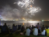 Australia Day Fireworks over Swan River with Perth City in Background Reproduction photographique par Orien Harvey