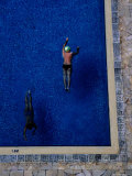 Overhead of Swimmers in Pool of Himawari Apartments Fotografisk tryk af Antony Giblin