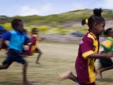Local School Girls Competing in Race During an Inter-Island School Sports Carnival Fotografie-Druck von Tim Barker