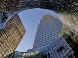 Looking Up at Modern Architecture on Park Avenue Fotografisk tryk af Izzet Keribar