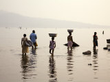 Ghanaians Collecting Water from Lake Volta at Dusk Fotografisk tryk af Brian Cruickshank