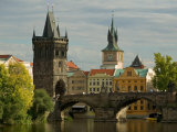 Charles Bridge and Old Town Bridge Tower, Prague, Czech Republic Reproduction photographique par David Barnes