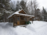 Cabin at the AMC's Little Lyford Pond Camps, Northern Forest, Maine, USA Impressão fotográfica por Jerry & Marcy Monkman